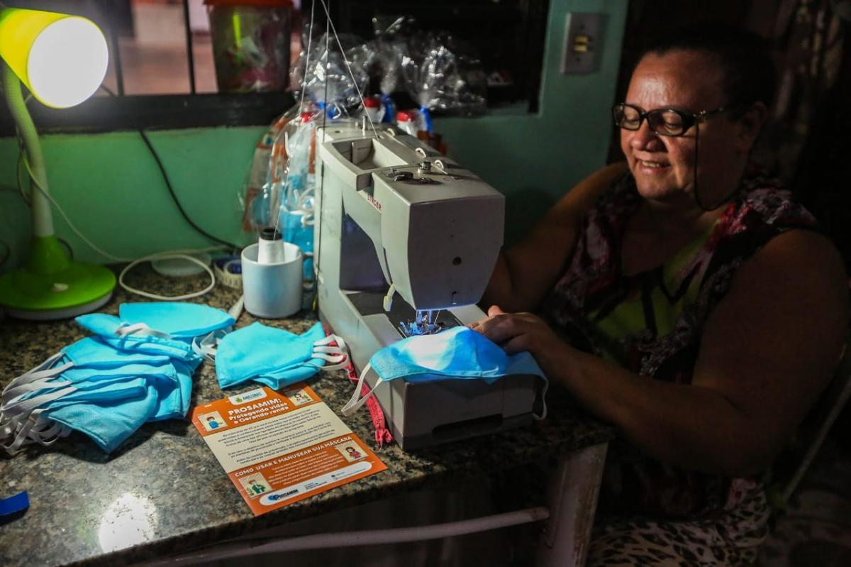 Artesãs do Prosamim produzem máscaras de proteção contra Covid-19