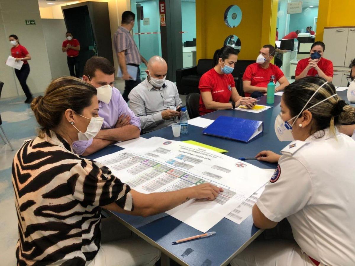 Simone Papaiz faz visita ao Hospital de Combate à Covid-19
