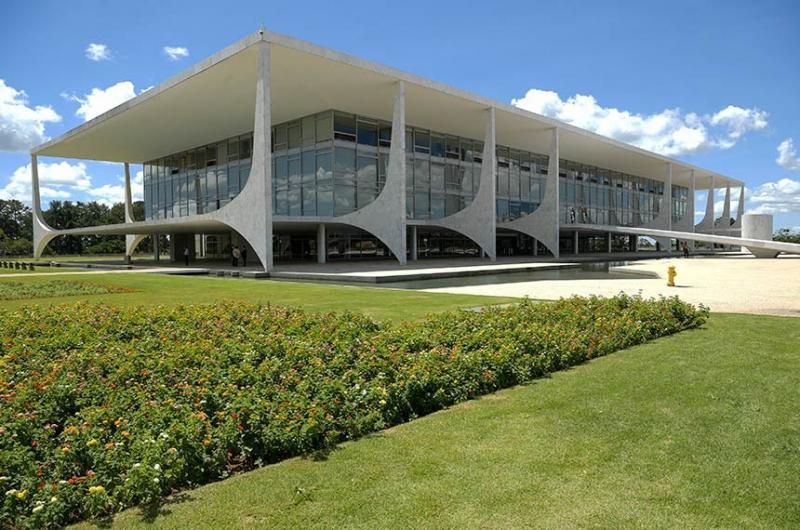 Sancionada com veto a reajuste ajuda de R$ 125 bilhões para estados e municípios