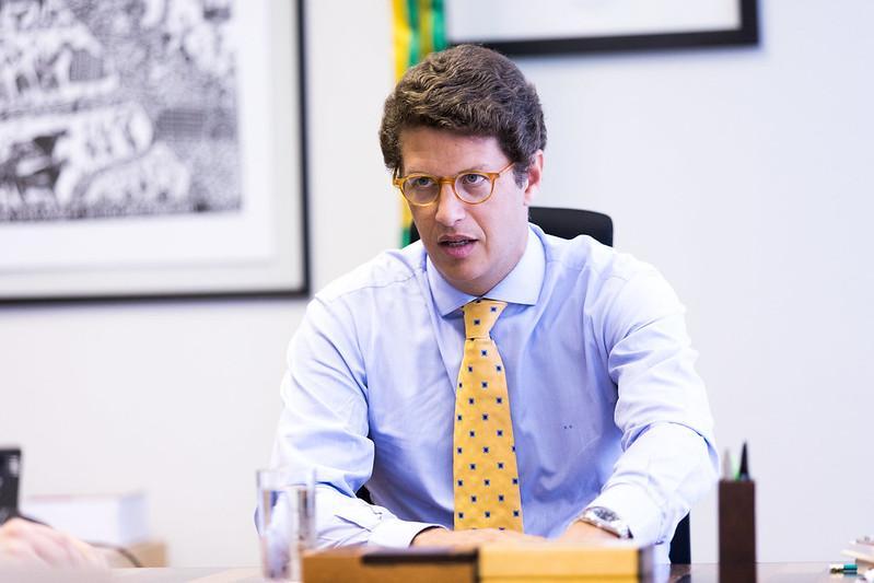 Deputados pedem convocação de ministro Ricardo Salles