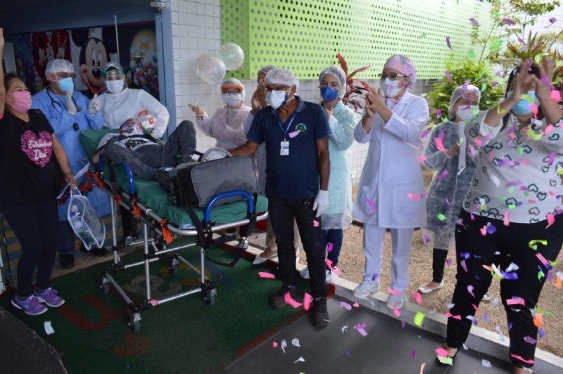 Após nove anos internado, paciente do Icam recebe alta hospitalar