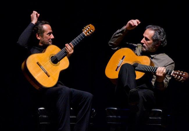 'Cultura sem sair de casa' exibe apresentação da Orquestra de Violões do Amazonas com o Duo Assad