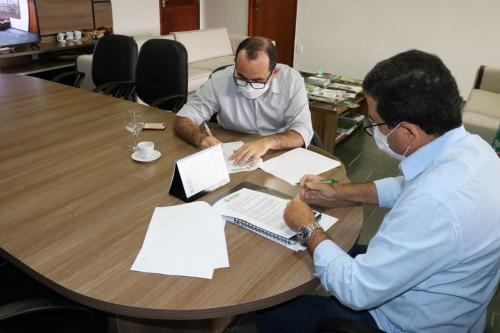 Sepror realiza assinatura de convênio que beneficiará comunidades ribeirinhas de Tefé