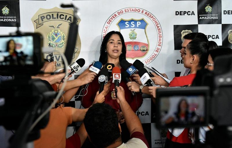 Delegada Joyce Coelho orienta pais a falar com os filhos sobre riscos da internet, sem proibir o uso