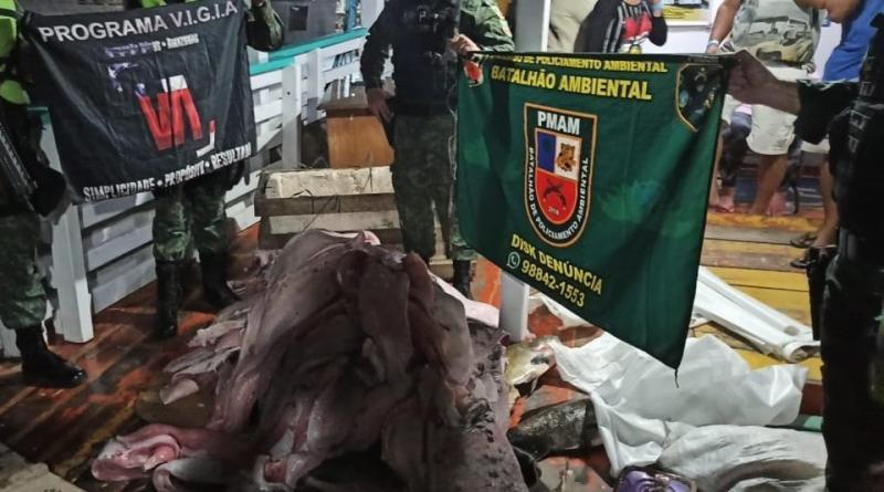 Batalhão Ambiental apreende carga ilegal de pescado e carne de animais silvestres em embarcação no Porto de Manaus
