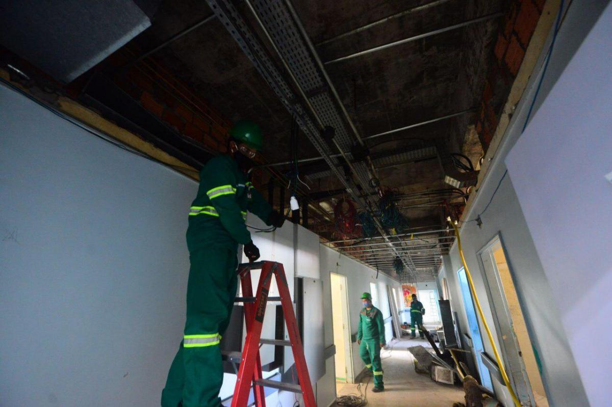 Instalação de iluminação externa do Hospital João Lúcio é concluída