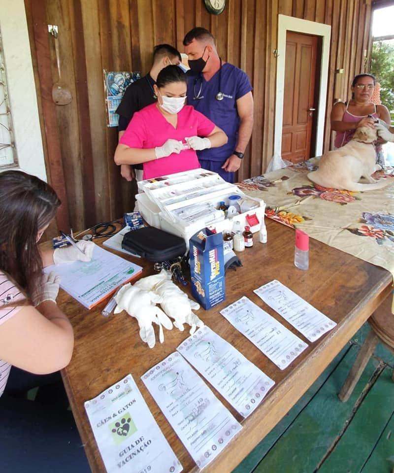 Joana Darc realiza atendimento veterinário em Autazes, no sábado