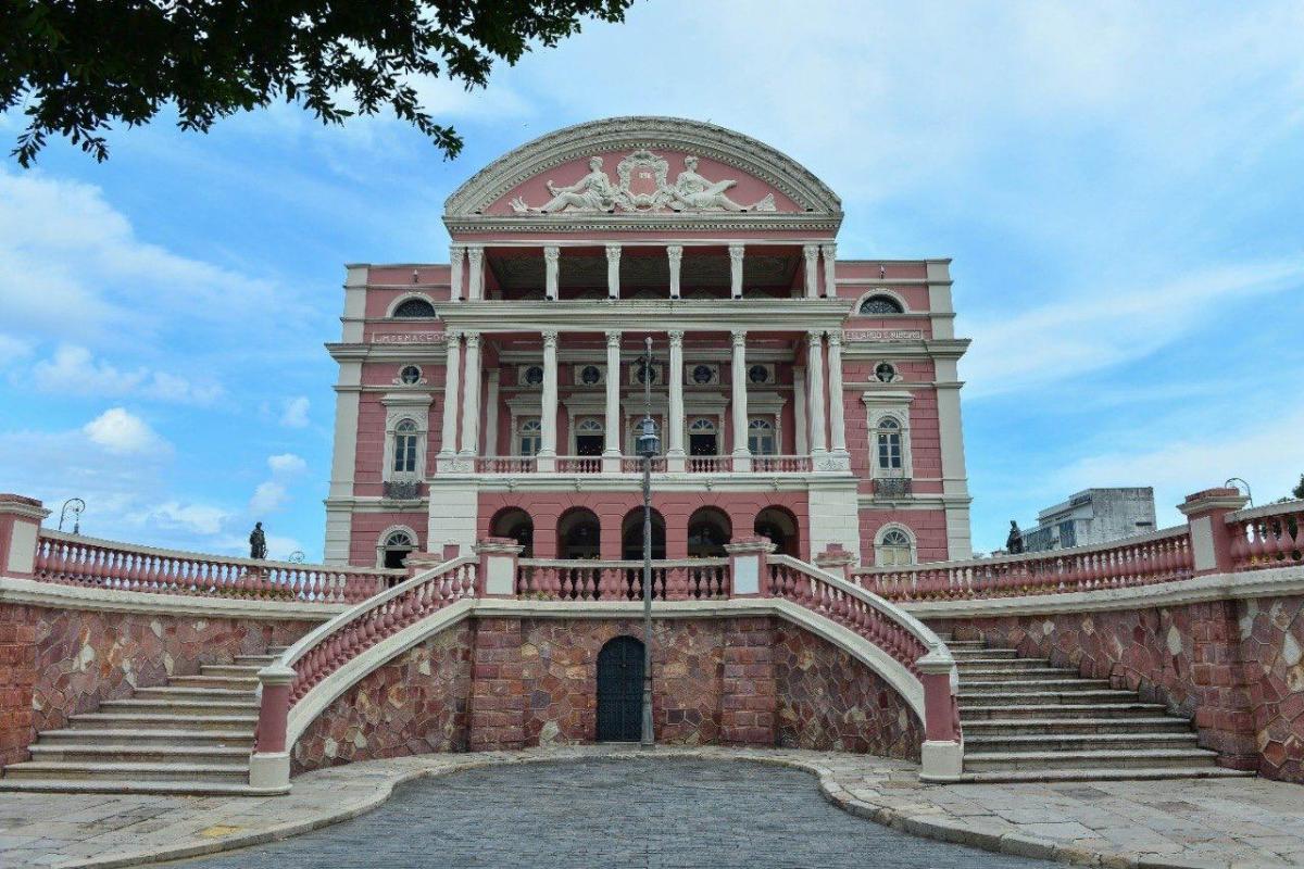 Após reabertura, mais de 800 pessoas visitaram o Teatro Amazonas em julho