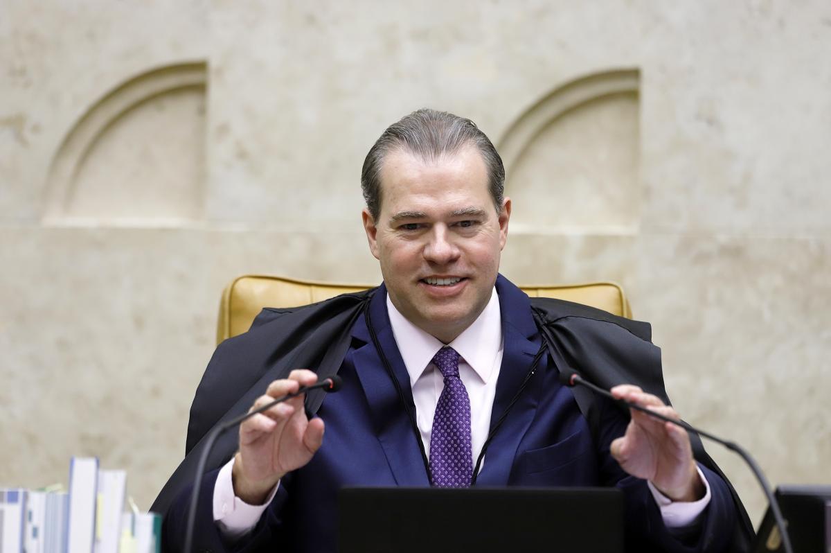 Dias Toffoli suspende investigações contra senador José Serra