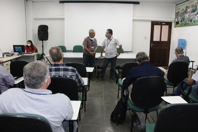 Idam e Embrapa discutem cadeia produtiva da borracha no Amazonas