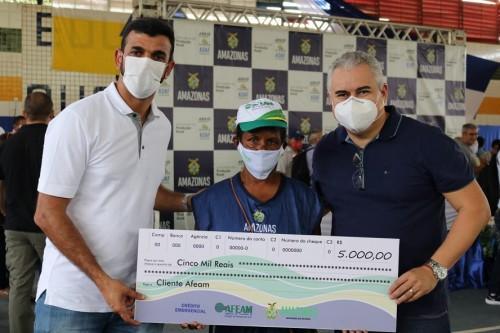 Governo do Amazonas amplia benefício de crédito emergencial a feirantes em Tefé
