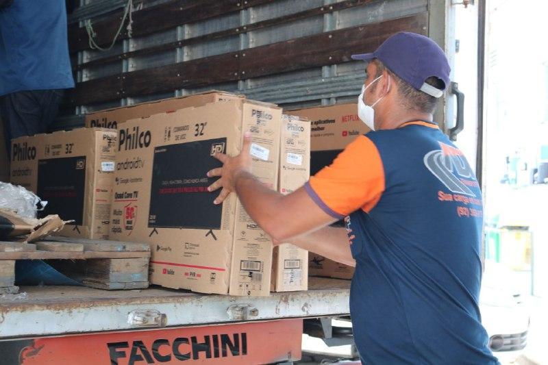 Fundação Cecon recebe doação de condicionadores de ar e TVs de empresa do Distrito Industrial