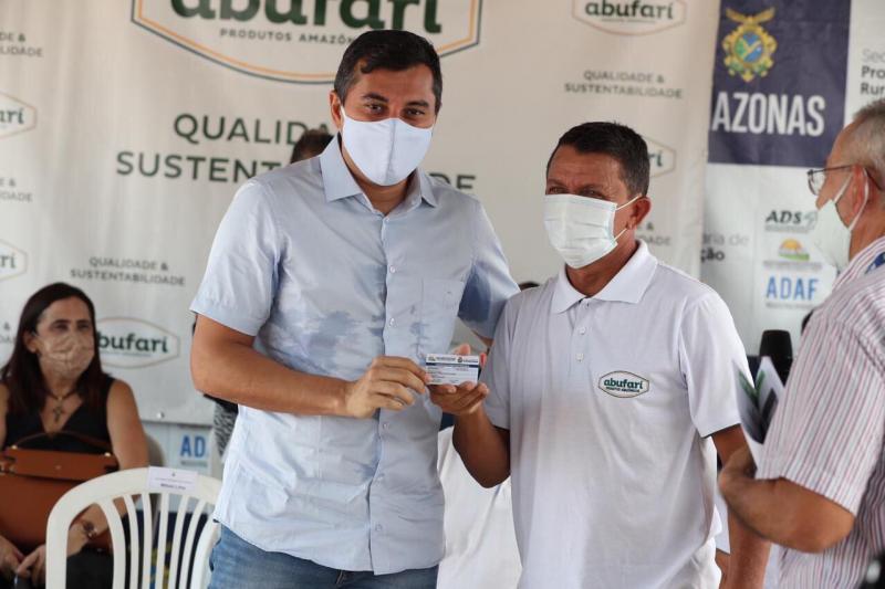Wilson Lima entrega cartões do produtor primário e anuncia novos investimentos para Tapauá