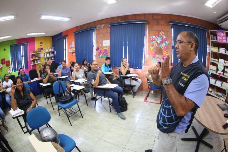 Prosamim abre inscrições de cursos profissionalizantes aos moradores do Residencial Liberdade