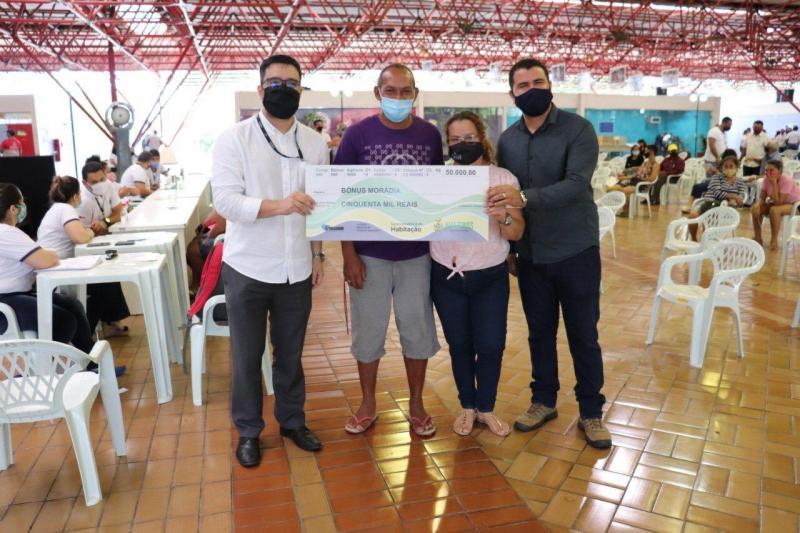 Governo do Amazonas faz sexto pagamento de indenizações e bônus-moradia a beneficiários do Prosamim neste ano
