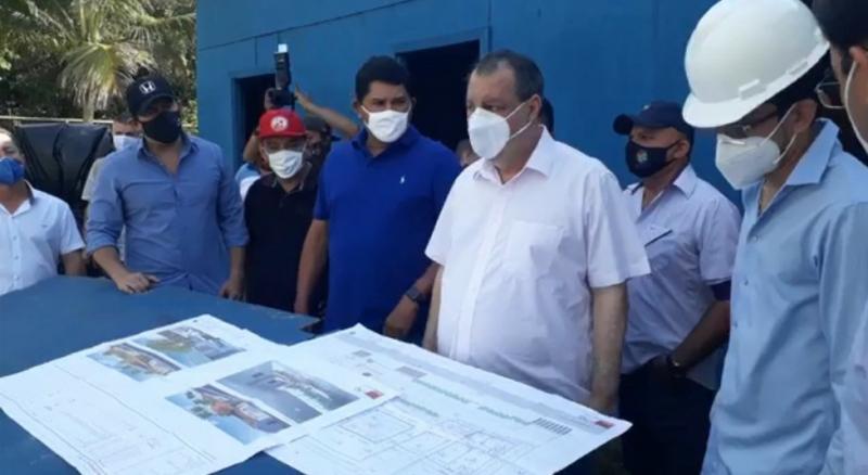 Omar Aziz visita obras de construção do CAPs AD em Parintins