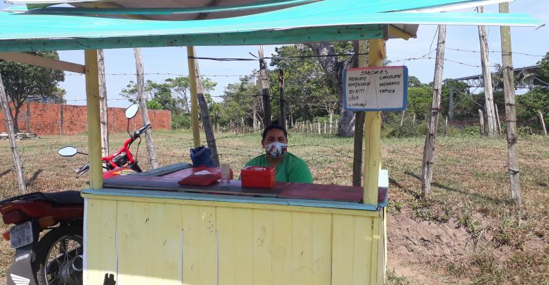 Manauara trabalha na informalidade para garantir renda em Parintins
