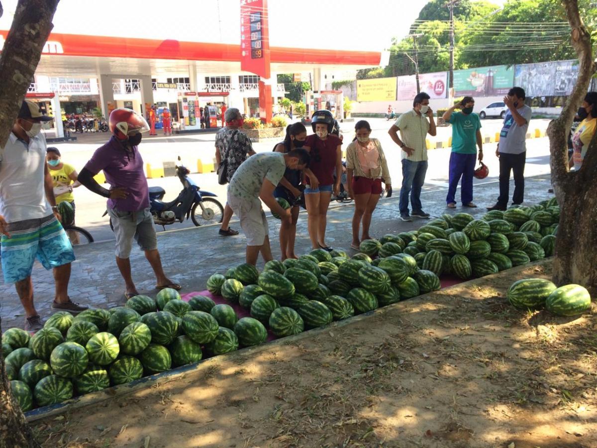 Prefeitura apoia Asdecosam no escoamento da produção de melancia