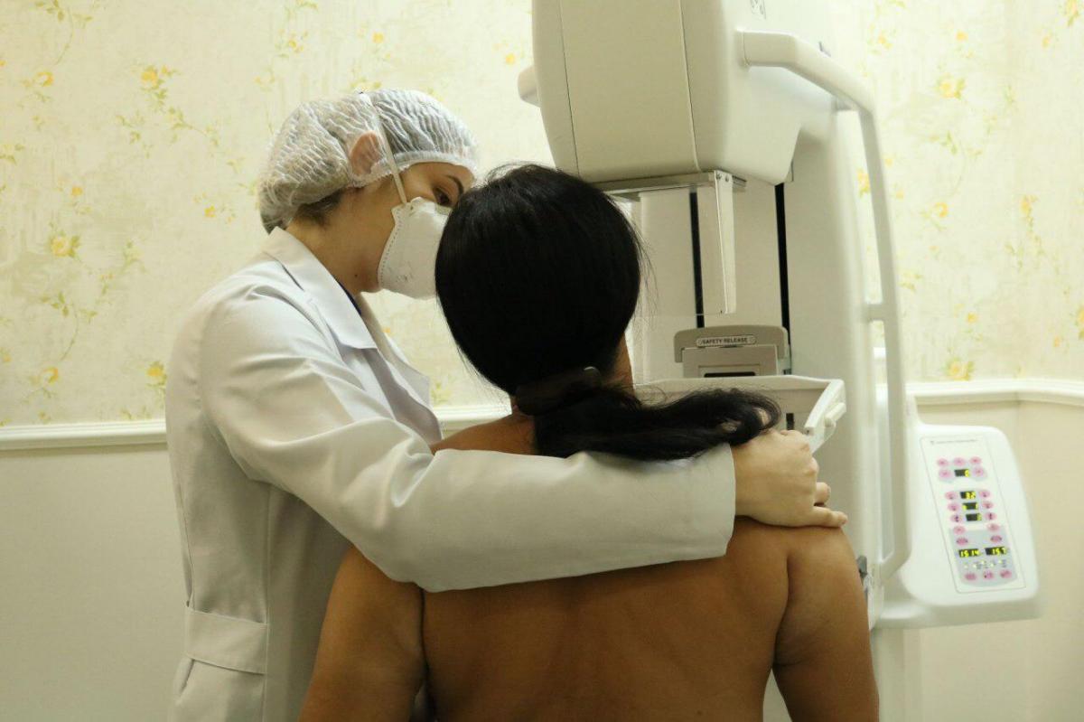 Outubro Rosa alerta sobre importância do exame de mamografia