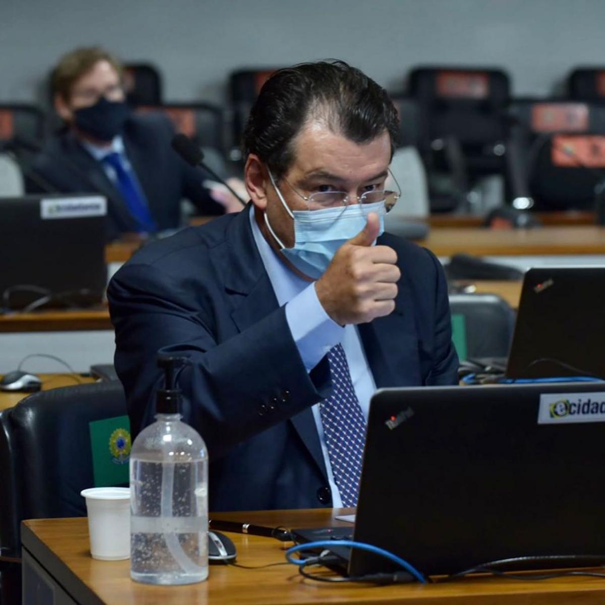 Senador Eduardo Braga testa positivo para a Covid-19