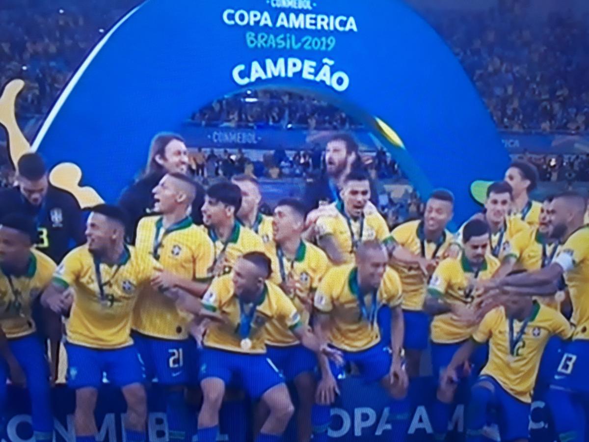Projeto torna a seleção brasileira de futebol patrimônio cultural