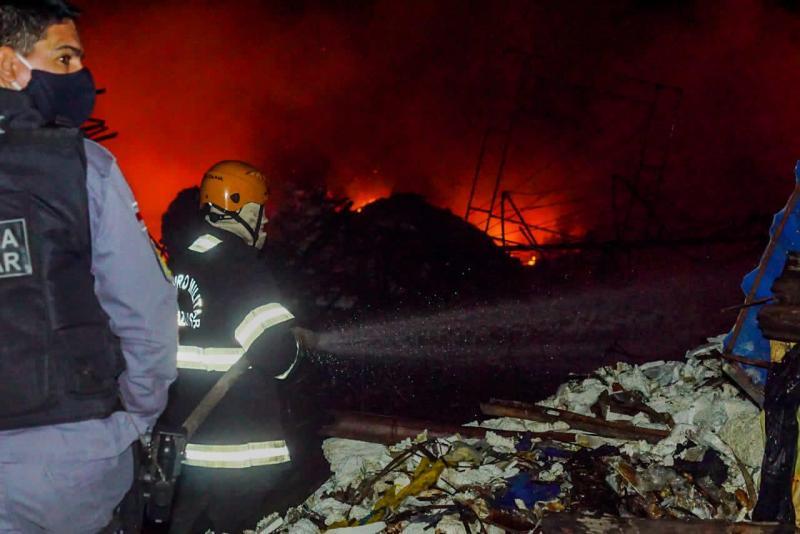 Jender Lobato afirma que incêndio no terreno do galpão de alegorias será investigado pela Polícia