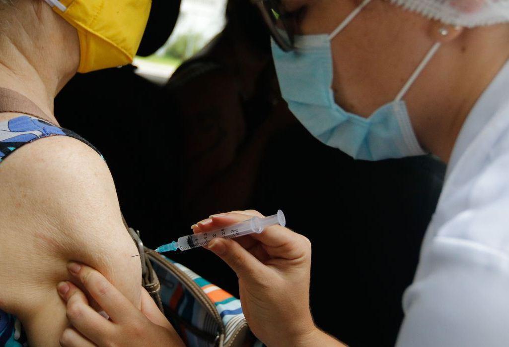Saúde assina intenção de compra de vacinas da Pfizer e da Janssen