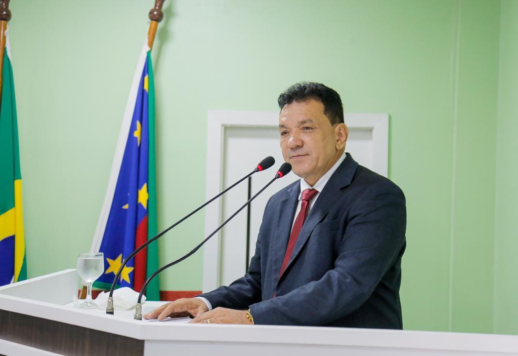 Tony Medeiros deixa Prefeitura de Parintins com destino a ALEAM