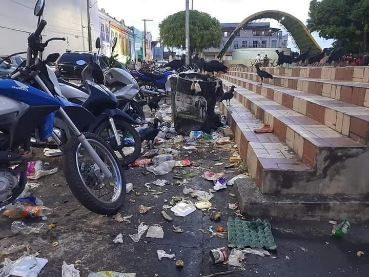 Ambientalista critica ação de despejo de lixo em via pública