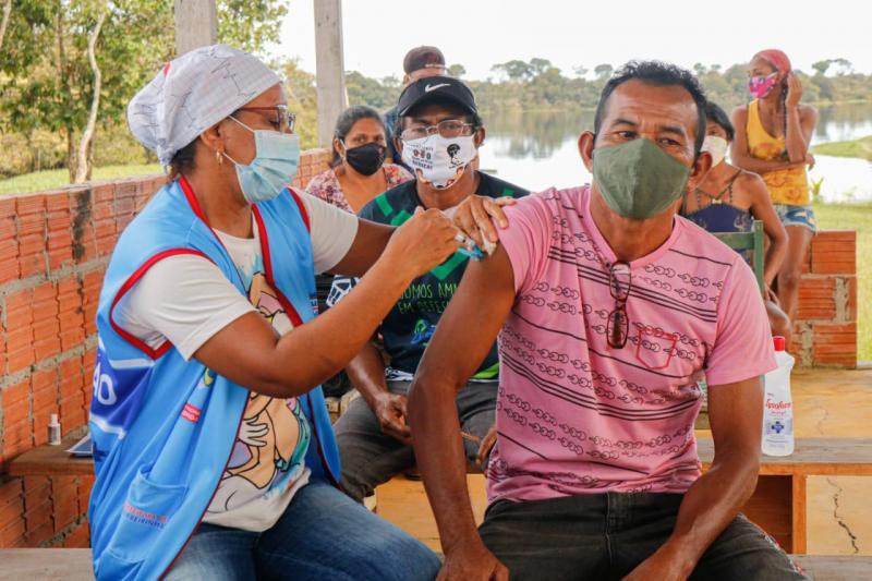 No Município de Barreirinha, quilombolas e ribeirinhos do Rio Andirá começam a ser vacinados contra a Covid-19