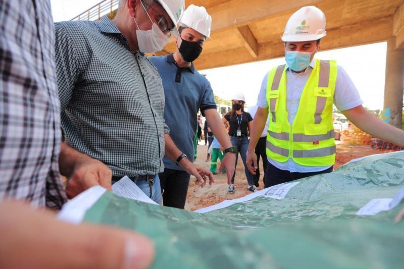 Wilson Lima vistoria obras do Anel Leste e destaca geração de mais de 5 mil empregos