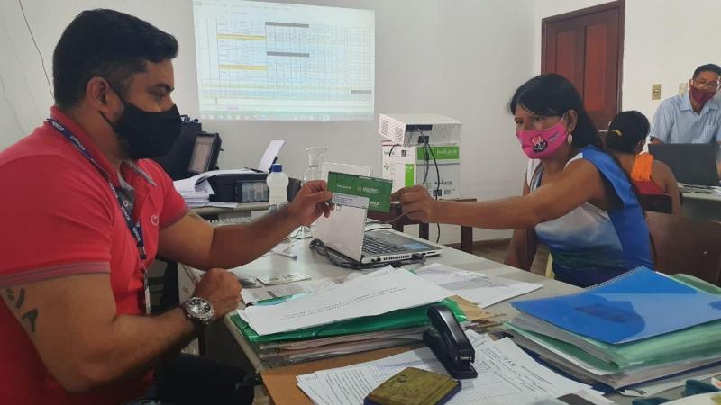 Idam atua na entrega de mais de 500 Cartões do Auxílio Emergencial em Barcelos e Tabatinga