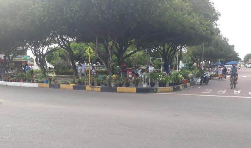 Praça da Liberdade se transforma a cada dia em ponto de comércio informal em Parintins