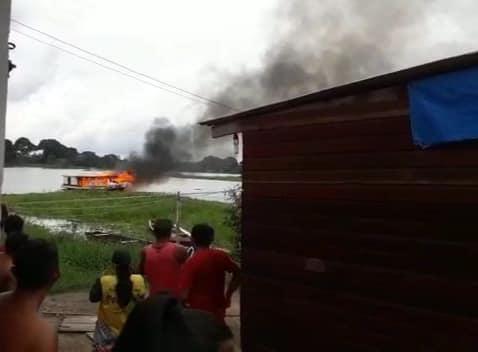 Após ter embarcação incendiada e filhos espancados, família faz vaquinha virtual