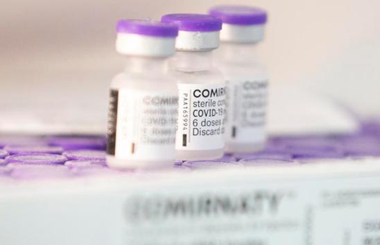 Intervalo maior de doses da vacina Pfizer aumenta níveis de anticorpos