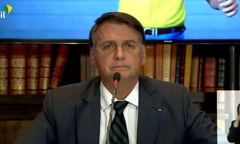 Bolsonaro defende voto impresso nas eleições durante live