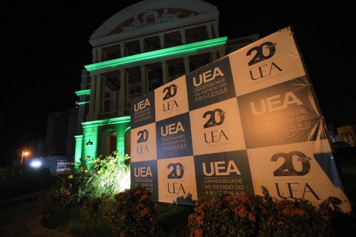 UEA celebra 20 anos no Teatro Amazonas