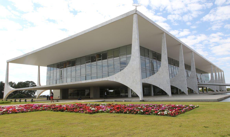 Bolsonaro veta fundo eleitoral de R$ 5,7 bilhões para 2022