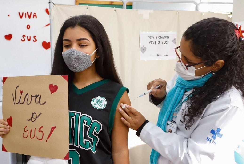 Mais de 1 milhão de adolescentes já foram vacinados contra Covid-19