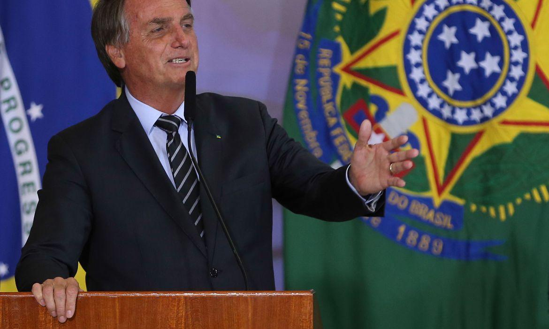 Liberdade de imprensa tem defeitos, mas deve persistir, diz Bolsonaro