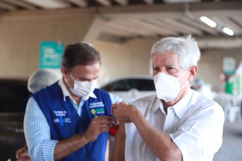 Mais de 9 mil doses de vacina contra Covid-19 foram aplicadas na primeiras horas de mutirão em Manaus