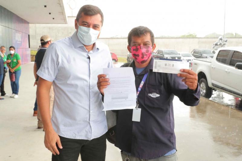 Governador Wilson Lima dá início à entrega dos ingressos da campanha Vacina Premiada