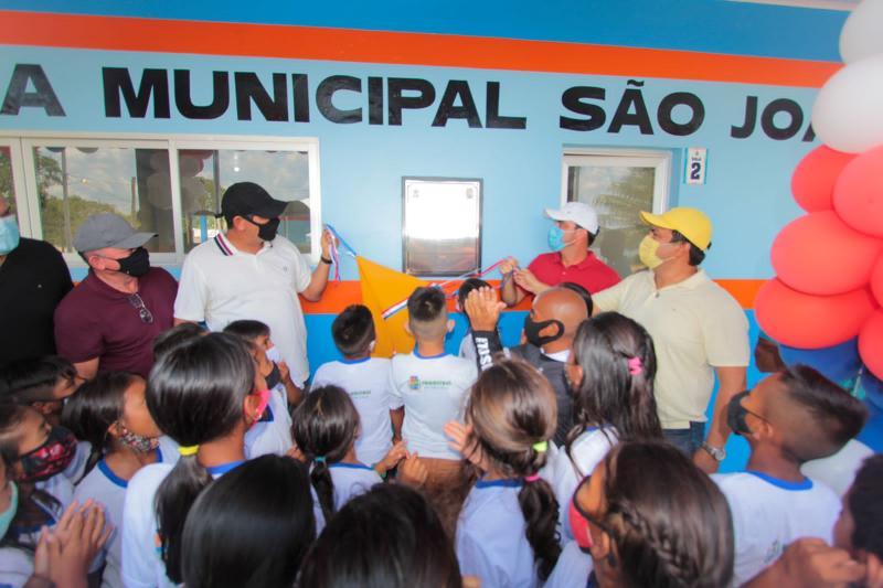 Bi Garcia entrega quatro modernas escolas na região dos rios Jacu e Uaicurapá no quarto dia da maratona do aniversário de Parintins