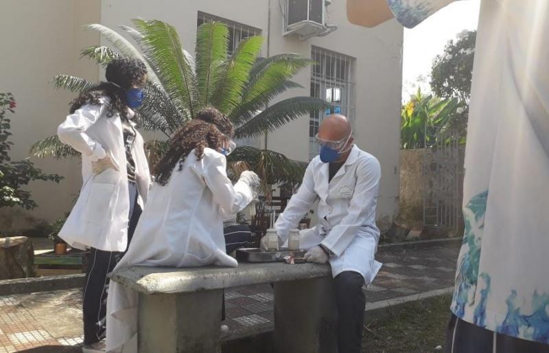 Professor da rede estadual transforma escola de Manacapuru em referência no circuito de competições científicas