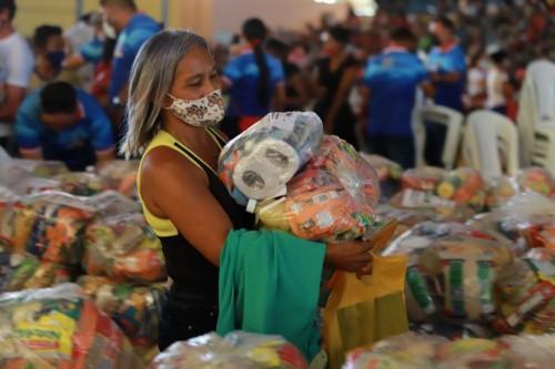 Doação de cestas básicas alcança 8 mil moradores de Parintins, calcula Seas