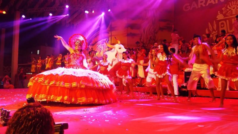 Festa da Alvorada vermelha do Boi Garantido