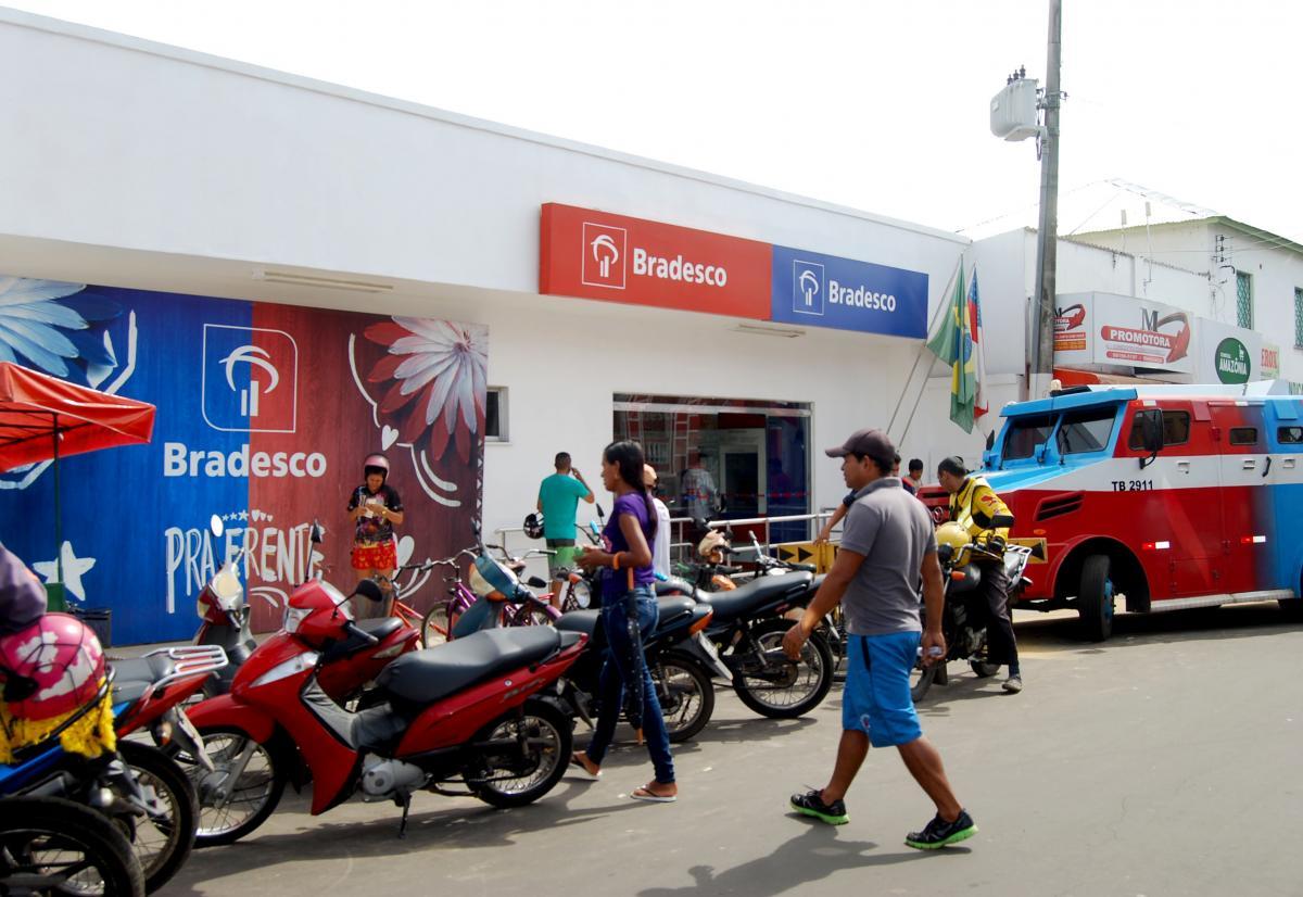 Bancos de Parintins devem ampliar horário de expediente na semana do festival
