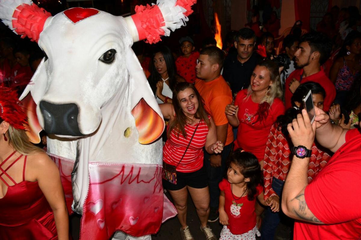 Garantido celebra Santo Antônio, festeja namorados e lota as ruas de Parintins
