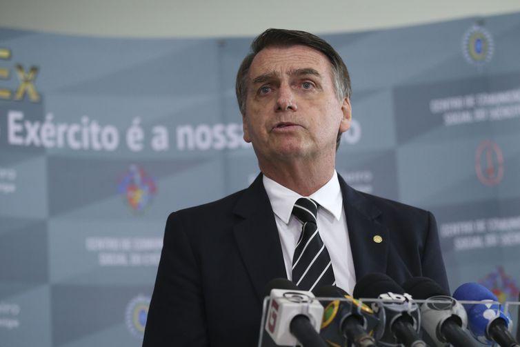Bolsonaro passa parte do dia em Pirassununga, no interior de SP