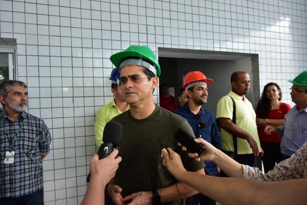 David Almeida anuncia inauguração do Hospital Delphina Aziz e do Centro de Nefrologia do Adriano Jorge para este mês